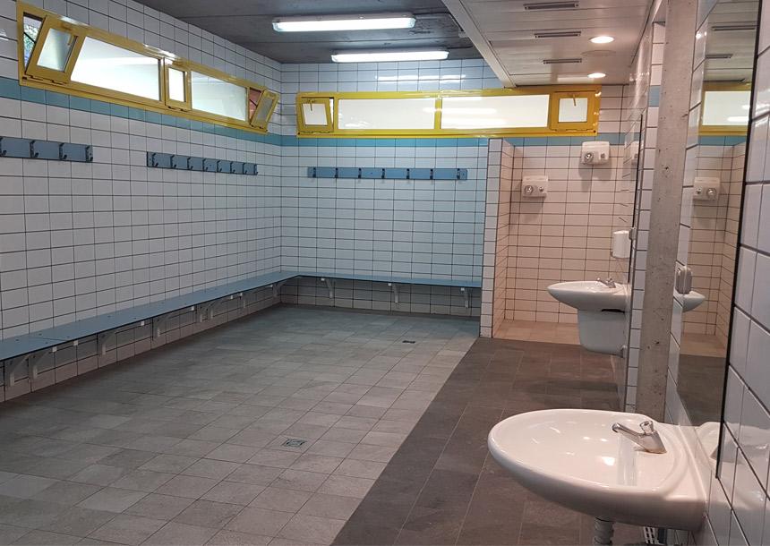imagen del baño del polideportivo alcobendas