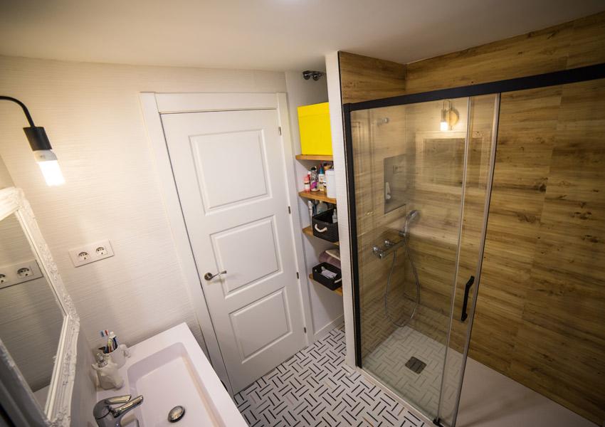 baño con ducha de obra moderna