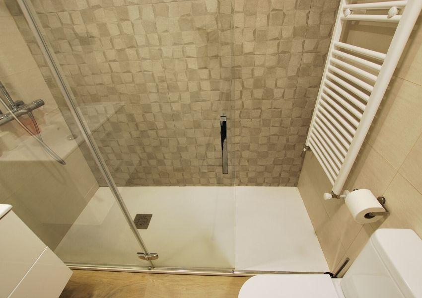 reforma de plato de ducha en mirasierra